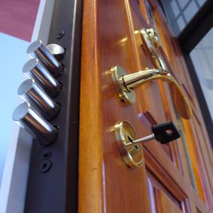 Biztonságos bejárati ajtó
